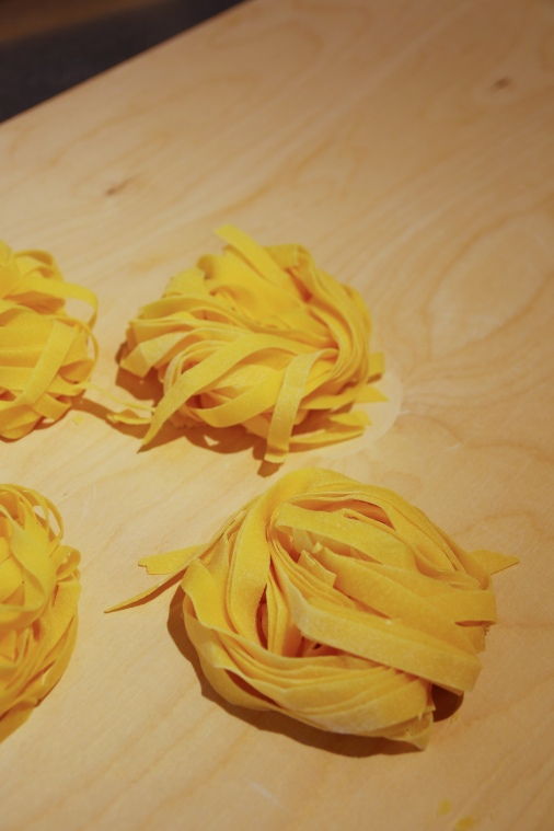 532A1057 dry pasta close up-2